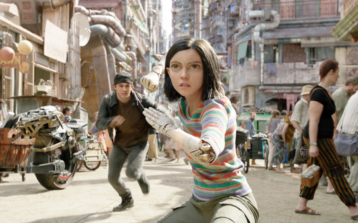 """Alita: Battle Angel"": Keean Johnson als Hugo, Rosa Salazar als Alita"