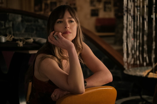Szenenbild aus Bad Times at the El Royale mit Dakota Johnson