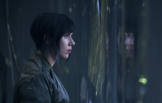 Szenenbild aus Ghost in the Shell mit Scarlett Johansson