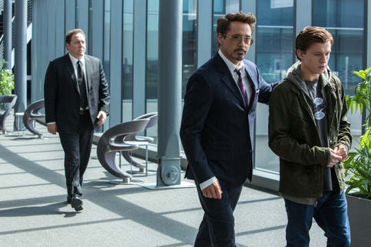 Szenenbild aus Spider-Man: Homecoming mit Robert Downey Jr.